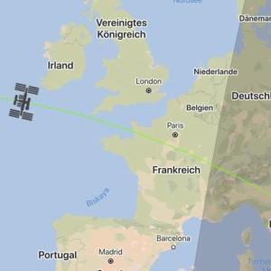 地球の周りをグルグル回ってる、ISS。