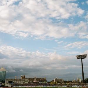 CONTAX G1と大分市営陸上競技場の空