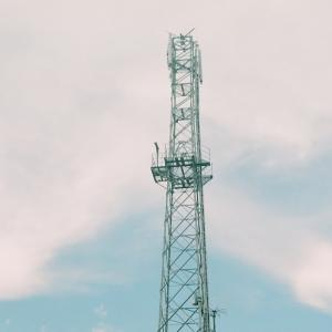 PENTACON six TLと携帯電話の基地局