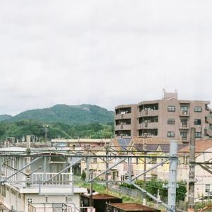 CONTAX G1と厚狭駅で高所から見るディーゼルカーキハ120系2両編成