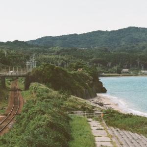 PENTAX 67と山陰線と秋の只の浜海岸