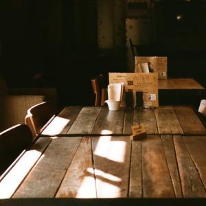 MINOLTA TC-1とカフェ360の光のあたる窓際