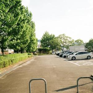MINOLTA TC-1と駐車場の入口