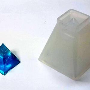 レジンアクセサリー(8)ピラミッド型