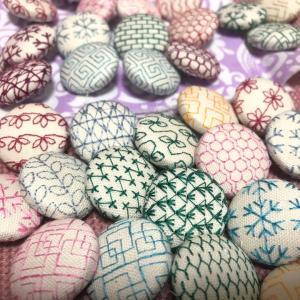 爆作★刺繍のくるみボタンヘアゴム・・・と雪の結晶その③
