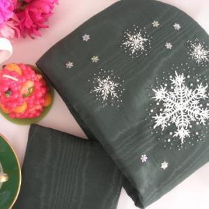 刺繍とレースとビーズのクリスマスティーコゼー