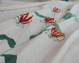 グロリオサの刺繍テーブルクロス