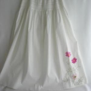 既製のスカートにコスモス刺繍