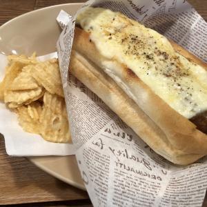 湘南鵠沼海岸の初詣の後の定番『Cafe Umie(ウミエ)』絶品ホットドッグでカフェランチ♪