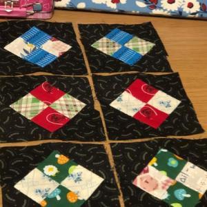 四角つなぎのパッチワーク(パターンができました)
