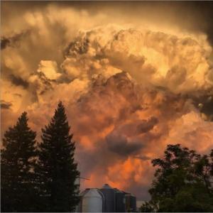 この世の終わりと形容される空模様