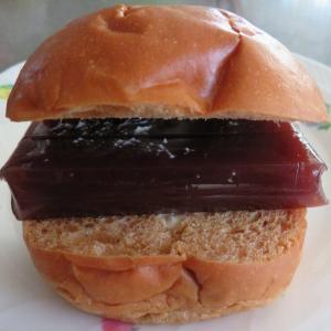 道民のソウルフード羊羹パンがなかったので羊羹サンド!ボストンベイクのサンドは旨い安い!