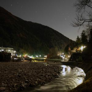 山村を流れる多摩川