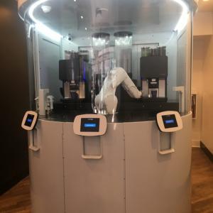 これぞ最新カフェ!ロボットコーヒーバーでスペシャルなコーヒー体験