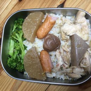 骨付き鶏肉が米にしみ込んだ最終日のおでん君弁当