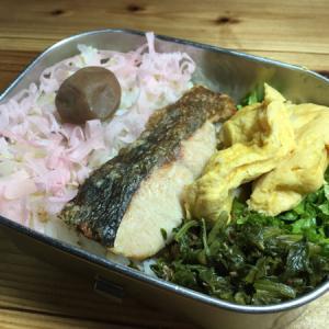 シンプル弁当ー1/9:鮭の塩焼きと卵焼き他