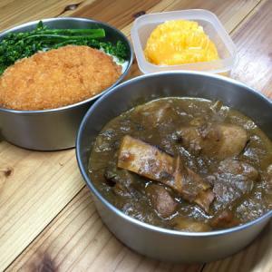 シンプル弁当ー2/25:東は豚、西は牛カレー。