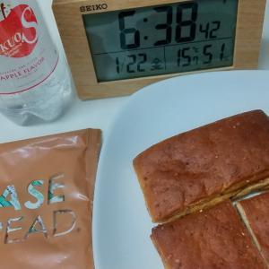 完全栄養食のパンで朝食です。