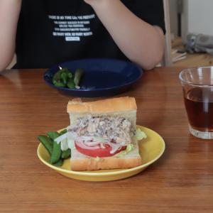 お昼ごはんにサバサンド