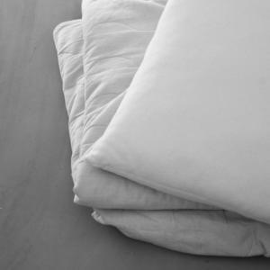 夏用の寝具を捨てる