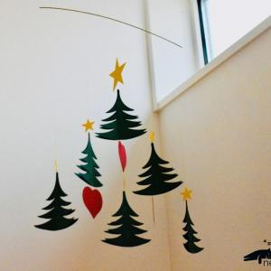 揺れるクリスマスツリー