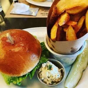 BLT Burger 口が、、、、、、 みんなどうやって上手に食べてるの??