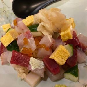 チム東 龍驤  ちらし寿司が お刺身たっぷりで ご飯が見えませんー