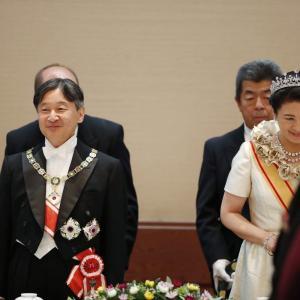 皇后雅子様「饗宴の儀」でのローブデコルテ
