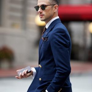 見られています男性のビジネスファッション!