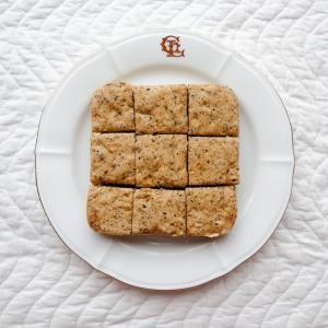 ダイエット中、蒸しパンを食べたい時にオススメ!もちもちで美味しい【オートミールの黒ごま蒸しパン】