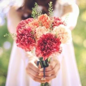 令和の時代 卒業生に花束を