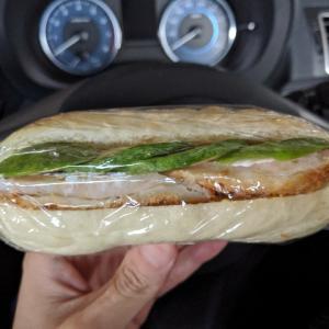 【ランチ】濃い目の味付けが美味しいハードパン【BLT】