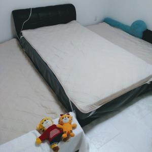 布団のシーツを新しくしました。子供四人との就寝スタイル。