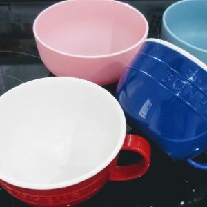 シルクで解決。子供達の希望で選んだカラーな食器。