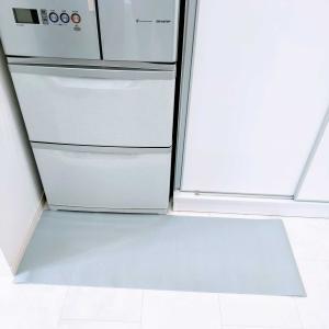 キャンドゥで解決。冷蔵庫前のマットをプチ模様替え。
