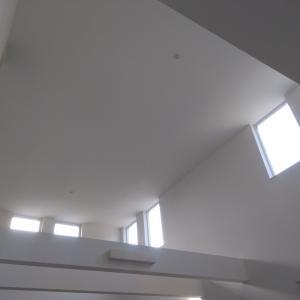 特別な道具を使わずに吹き抜け窓の汚れが落ちた。