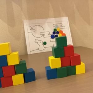 カラーブロックを使って知育レッスン