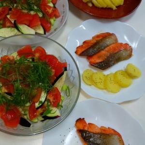 茄子のサラダと生鮭のムニエル