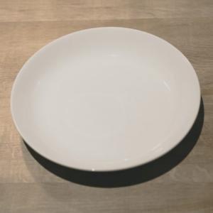 柄や色のある食器は捨てて、整理整頓しよう!