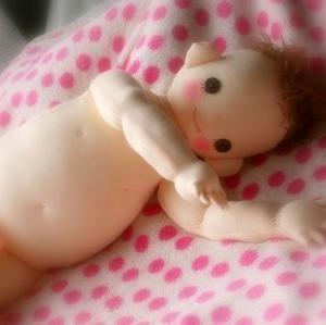 手作り人形の膝小僧・かかと・手の指・足の指・♪
