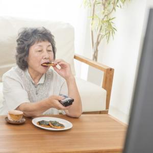 テレビを見る、笑わない、昼寝は死亡率を上げる