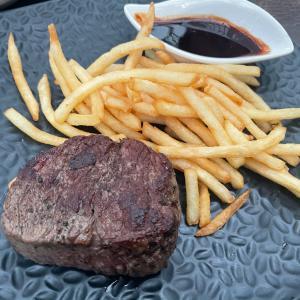 お誕生日前々日ディナーはもちろん、「肉肉肉!!」