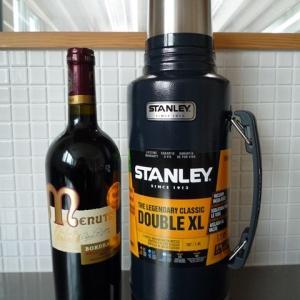 STANLEY(スタンレー)クラシック真空ボトル1.89LとWINE