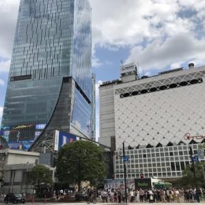 土曜日の渋谷スクランブル交差点