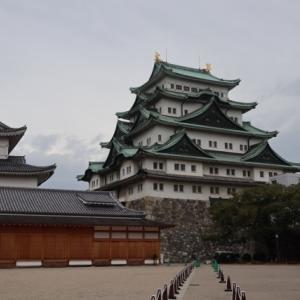 名古屋城の天守閣に接近