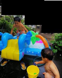 プールで遊ぶ兄弟【動画アリ】: