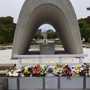 広島平和記念公園 慰霊碑 論争