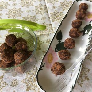 【砂糖なしレシピ】今話題のブリスボールを手作り♪ デーツとナッツでチョコ感覚のブリスボール