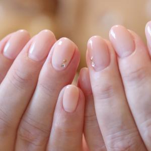 手が綺麗に見えるのはシンプルネイル