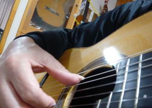 久々にアルハンブラの練習をしてみた。右p指がトレモロの決め手か??・・